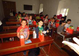 Djeca u učionici Franjevačkog samostana u Rožatu